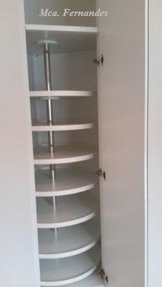 Closet em paredes chanfradas (com total aproveitamento de cantos) confeccionado em MDF 2 Faces Branco com deta...