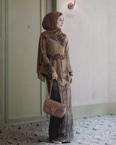 Inspirasi outfit kondangan – N&D<br> Hijab Casual, Hijab Outfit, Hijab Simple, Hijab Dress Party, Dress Outfits, Kebaya Muslim, Kebaya Modern Hijab, Model Kebaya Modern, Kebaya Hijab