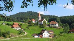 Het Zwarte Woud     Het Zwarte Woud is een heerlijke regio voor een heerlijke vakantie, je zou zelf kunnen zeggen dat het een van de mooiste vakantiegebieden is van Duitsland. Het Zwarte Woud is een groot gebied waar je heerlijk kunt ontspannen, wandelen, fietsen, mountainbiken er is voor iedereen wel wat te doen.         Het Zwarte Woud Unterkirnach     Unterkirnach is een pittoresk dorpje in een heel mooi landschap, de glooiende heuvels nodigen direct uit om er op uit te gaan.