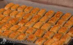 Sajtos rúd kelesztés nélkül Hot Dog Buns, Hot Dogs, Greek Desserts, Rum, Sweets, Bread, Cookies, Baking, Vegetables