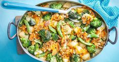 Turn your favourite cracker into a crunchy casserole topping with this creamy vegetarian recipe. Vegetarian Casserole, Easy Vegetarian Dinner, Vegetarian Meals, Vegetable Casserole, Veggie Meals, Vegetable Dishes, Vegetable Garden, Broccoli Recipes, Healthy Chicken Recipes