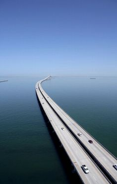 7 mile bridge, the Florida Keys. Driving 150 miles out to sea. At the end of the road, Key West! Florida Keys, Places To Travel, Places To See, Travel Destinations, Sunshine Skyway Bridge, Lake Pontchartrain, Parc National, Parks, Tampa Bay