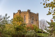 There are a lot of castles in England, but these 11 stunning fortresses are among the best. From Alnwick Castle to Windsor Castle, they're a stunning set. Places In England, Castles In England, Places To Visit Uk, Places To Travel, Durham Castle, Holiday Travel, Holiday Trip, England And Scotland, Places Of Interest