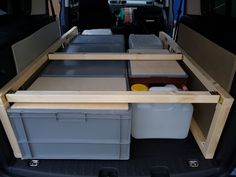 Bilder von der Rohkontruktion des Bettausbaus meines Caddy Maxi mit Euroboxen als Stauboxen darunter.