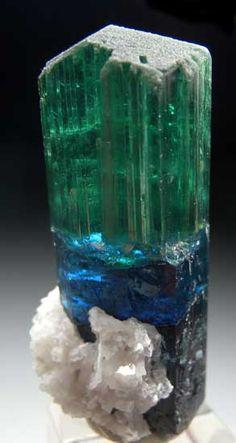 Elbaite from Kunar Prov., Afghanistan [db_pics/pics/a822a.jpg]