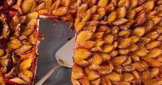 Nádherný apritom jednoduchý koláčik, ktorý nechá vyniknúť krásu ajedinečnú chuť zrelých sliviek. Chicken Wings, Ale, Food And Drink, Basket, Ale Beer, Ales, Beer, Buffalo Wings
