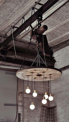 Lysekrone af kabelrulle   Besøg Facebook Råt&Godt Eller værkstedet på Hjulmagervej 58 i Aalborg