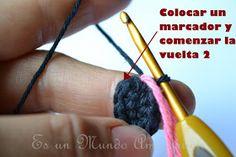 Es un Mundo Amigurumi: Patrón Gratis... Osito con Polera a Rayas Crochet Teddy, Crochet Necklace, Diy Crafts, Pdf, Crochet Cats, T Shirt, The World, Crochet Converse, Crochet Baby Toys