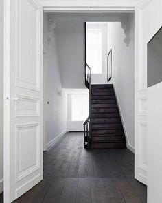 All White House, Maastricht  Studio Niels @studioniels  Photo Serge Technau #stairs #staircase #whitespace #interiors #interiordesign #instainteriors #studioniels #white #floors #flooring #simple #cleanlines