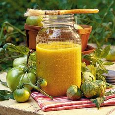 Green Barbecue Sauce -A slow simmer gives this tomatillo barbecue sauce its rich flavor. Serve over grilled chicken, fish, or shrimp. Barbecue Sides, Barbecue Side Dishes, Barbecue Sauce Recipes, Bbq Sauces, Barbeque Sauce, Green Bbq, Fresh Green, Mayonnaise, Ketchup