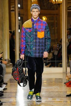 See the complete Versace Fall 2018 Menswear collection.