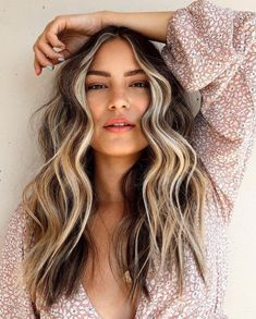 White Blonde Highlights, Red Blonde Hair, Blonde Hair Looks, Hair Highlights, Golden Highlights, Blonde Fall Hair Color, Highlights Around Face, Fall Hair Trends, Dramatic Hair