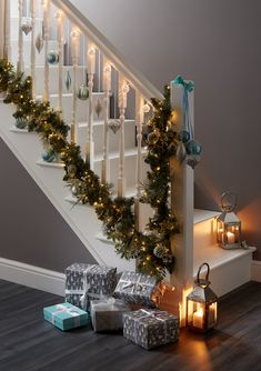 9 Best Christmas Garland On Stairs Images In 2019 Christmas Things