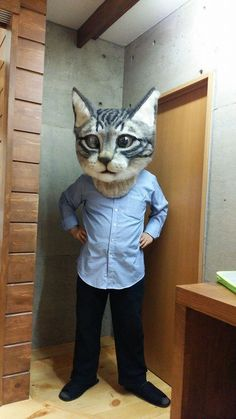 giant cat head made by students at the Japan School of Wool Art