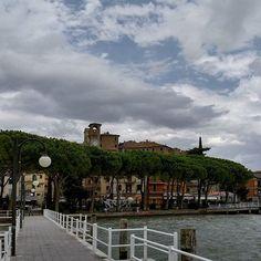 Passignano - Lago Trasimeno #umbria #italia #italy #borghi #borghitalia #visititaly #visitumbria #lake #lago #trasimeno #trasimenolake #sky #wind #rain #clouds #cielo #lungolago #molo #landscape #paesaggio #paesaggiitaliani #village #shoot #shootoftheday #follow by ulivieriphotography