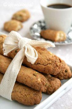 Bastoncini al pistacchio e arancia, biscotti croccanti