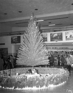 15 December 1960: the Christmas tree at Byrd Airport in Virginia, USA.