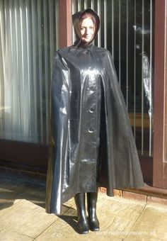 Lovely Hayley in her SBR cape and boots. Ready for any stormy weather. Plastic Raincoat, Yellow Raincoat, Capes, Patent Trench Coats, Black Mac, Best Rain Jacket, Rain Cape, Rubber Raincoats, Hooded Raincoat