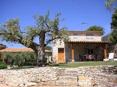 Bonifacio huishuur Villa, Mansions, House Styles, Home Decor, Decoration Home, Manor Houses, Room Decor, Villas, Mansion