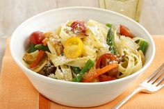 Primavera veggies—including green beans, carrots, asparagus and tomatoes—are tossed with pasta and topped with Parmesan in this winning weeknight dish. Kraft Recipes, Pasta Recipes, Parmesan, Pasta Primavera, Pasta Dinners, Food Bowl, Spring Recipes, Light Recipes, Green Beans