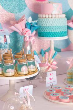 Festa tema Sereia do Mar - Uma festa tão doce e delicada! Toda trabalhada no azul turquesa e rosa. Eu amei todos os efeitos cintilantes...