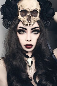 wow that head piece, necklace and eyes all match soooo damn well