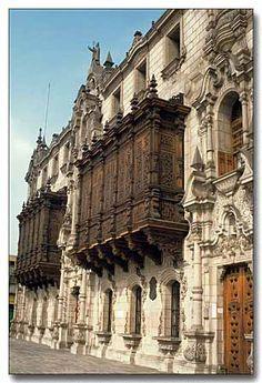 :Palacio Arzobispal Lima Balcones  Perú
