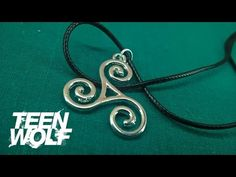 Teen Wolf Triskele Triskelion Allison Argent Ogrlica #teenwolf  Video: https://www.youtube.com/watch?v=DvBMep3Fh5I Shop: http://www.sakurashop-bg.com/index.php?route=product/product&product_id=791