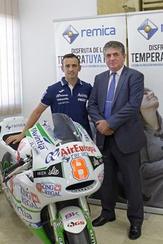 Héctor Barberá junto al presidente de la compañía, D. José Porras, durante su visita a la empresa
