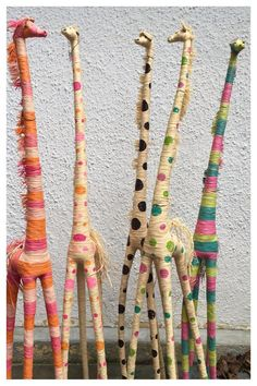Giraffe made of raffia tall Light and beautiful they make great gifts for children and for nursery rooms. Raffia Crafts, Yarn Crafts, Art For Kids, Crafts For Kids, Arts And Crafts, Stick Art, Newspaper Crafts, Diy Home Crafts, Nature Crafts