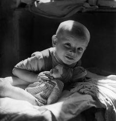 David Seymour 1948 Vienna (Children of Post-War Europe) Austria, Henri Cartier Bresson, Political Events, Pictures Of People, Magnum Photos, Just Kidding, Cool Eyes, Vintage Children, Vienna
