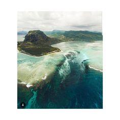 "491 Me gusta, 23 comentarios - photo and form | London (@photoandform) en Instagram: ""Underwater waterfall . Mauritius😲"""