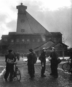 Grève à Lens devant le carreau de mine, 1951, Willy Ronis