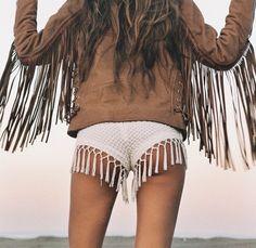 Sexy gypsy boho chic fringe boy shorts with modern hippie leather fringe jacket… Gypsy Style, Boho Gypsy, Hippie Style, Bohemian Style, Boho Chic, Festival Looks, Estilo Hippy, Moda Boho, Vogue