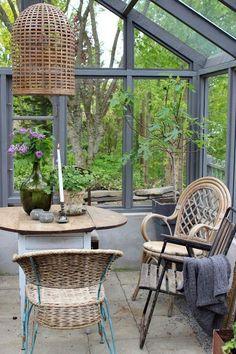 Ja , jag drömmer ju fortfarande om ett eget växthus och samlar på mig massor av inspiration kring detta.De här bilderna jag visar idag tog jag när jag gjorde det HÄR besöket .   Ett fantastiskt uppmur