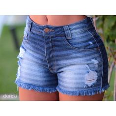Todos os detalhes do nosso shortinho jeans que veste perfeito! ✨ #AmoDonali Outfits For Teens, Cool Outfits, Summer Outfits, Short Jeans Feminina, Country Style Outfits, African Print Skirt, Destroyed Jeans, Cute Shorts, Hot Pants