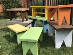 Little Garden Benches! Small Garden Bench, Garden Bench Cushions, Pallet Garden Benches, Garden Chairs, Wood Bench Plans, Wood Dining Bench, Wooden Benches, Diy Wood Projects, Wood Crafts