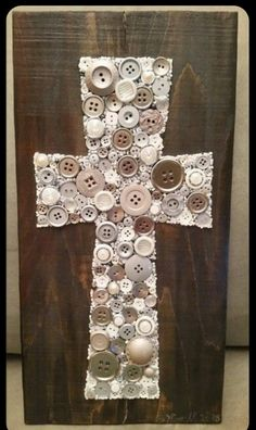 Button Art Cross on Recycled Wood with Acrylic Paint Background Vbs Crafts, Easter Crafts, Christmas Crafts, Arts And Crafts, Button Art Projects, Button Crafts, Crafts With Buttons, Religious Gifts, Religious Art