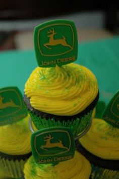 How to throw the best John Deere Tractor Birthday Party EVER! John Deere party ideas including decorations, food, balloons and more! New Birthday Cake, 3rd Birthday Parties, Birthday Cupcakes, Boy Birthday, Birthday Celebration, Birthday Ideas, John Deere Cupcakes, Tractor Cupcakes, John Deere Party