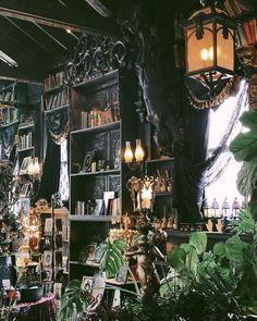 Goth Home Decor, Diy Home Decor, Home Room Design, House Design, Witch Decor, Gothic House, Dream Decor, Future House, Interior Decorating