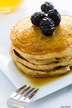 The softest and fluffiest Vegan Fluffy Pancakes made with simple ingredients. Ad… The softest and fluffiest Vegan Fluffy Pancakes made with simple ingredients. Add chocolate chips to make these Homemade Vegan Pancakes extra special. Vegan Pancake Recipes, Vegan Foods, Vegan Dishes, Vegan Desserts, Whole Food Recipes, Vegetarian Recipes, Cooking Recipes, Blueberry Recipes, Waffles