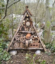 Hotel with insects: 23 ideas to install it in your garden- Hotel mit Insekten: 23 Ideen, um es in Ihrem Garten zu installieren Hotel with insects: 23 ideas to make it in your garden … - Garden Projects, Diy Projects, Project Ideas, Bug Hotel, Cactus Y Suculentas, Garden Structures, Woodworking Projects Diy, Geometric Patterns, Paper Patterns