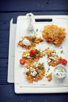 carrot and potato pancakes Potato Pancakes, Pancakes And Waffles, Carrot Pancakes, My Favorite Food, Favorite Recipes, Good Food, Yummy Food, Food Photography, Brunch