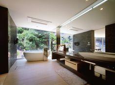 주택 '변명'_Tune Planning  화장실은 생리적인 욕구를 충족시키는 필수 공간으로 거실과 연결되어 모든 가족 구성원들이 쉽게 접근할 수 있도록 계획됩니다. 사람들은 화장실에서 몸을 청결하게 유지하거나 배설을 통해 생리적인 욕구를 충족하기 때문에 청결이라는 요소가 중요하게 여겨집니다. 물론 공간을 최대한 깔금하게 사용하는 것만으로도 청결을 유지할 수 있지만 공간 설계에 따라서도 가능합니다.