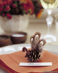 Pinecone Turkey place card for Thanksgiving. via Martha Stewart Thanksgiving Place Cards, Thanksgiving Diy, Thanksgiving Table Settings, Thanksgiving Decorations, Thanksgiving Tablescapes, Turkey Decorations, Table Decorations, Graduation Decorations, Primitive Christmas