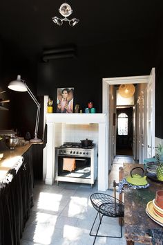 dark kitchen in a Dutch rental apartment Home Interior, Kitchen Interior, Interior And Exterior, Interior Design, Kitchen Walls, Interior Modern, Black Kitchens, Cool Kitchens, Kitchen Black