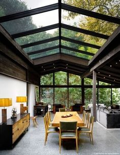 Designed by architect Cliff May as his personal residence, the Experimental Ranch House is located in the Sullivan Canyon area of Los Angeles. Completed in the house is a unique example of the evolution of Ranch House design. Design Exterior, Interior And Exterior, Modern Interior, Casas Containers, Deco Design, Design Trends, Design Ideas, Design Inspiration, Hall Design