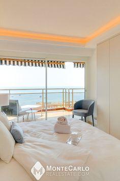 Ce fantastique appartement vue mer est bien situé sur le Boulevard d'Italie, dans une résidence moderne avec service de sécurité 24/24h, parking souterrain et bénéficie d'une rénovation luxueuse.