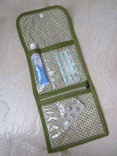 Porta remédios para organizar a sua bolsa. Você pode utilizar de várias  maneiras  porta 91efbeb5de5