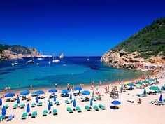 53 - La temporada en Ibiza ha comenzado y hay muchos grandes lanzamientos, desde clubes playeros y restaurantes hasta nuevos hoteles y remodelación de los viejos favoritos. Así que, si adoras las Baleares, en esta galería te ofrecemos una selección de lo mejor de lo mejor.